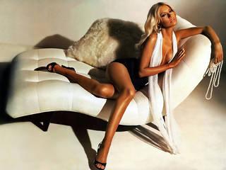 Foto loira garota chamada Christina Aguilera.