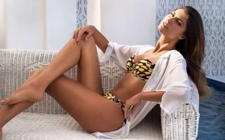 Noble model Juliana Martins.