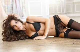 Menina bonita em lingerie sexy.